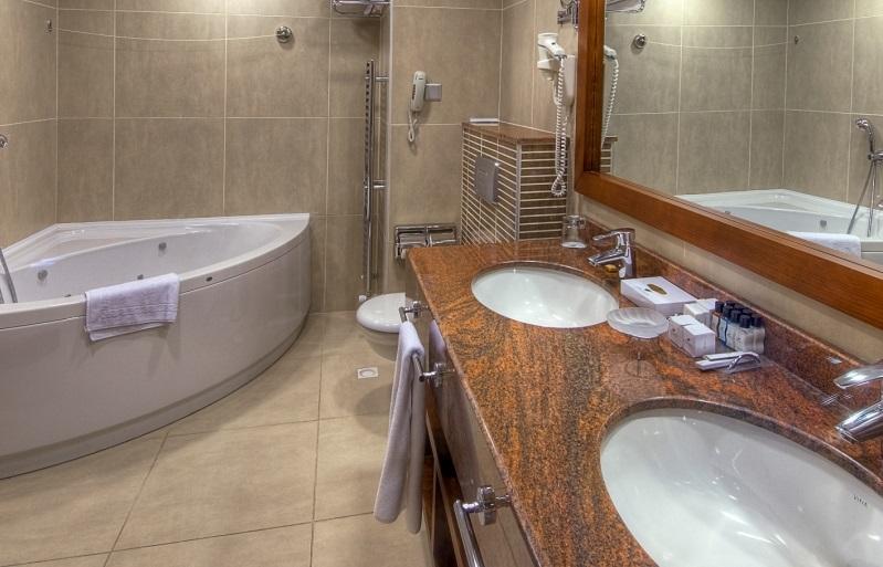 Cyprus-Golf-Holiday-Bathroom1