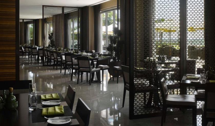 Golf-Holiday-Dubai-Crowne-Plaza-Restaurant1
