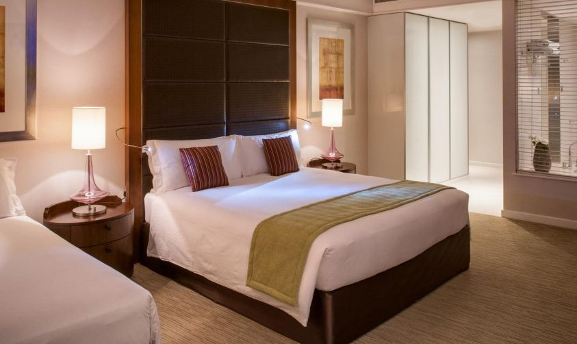 Golf-Holiday-Dubai-Crowne-Plaza-Room1