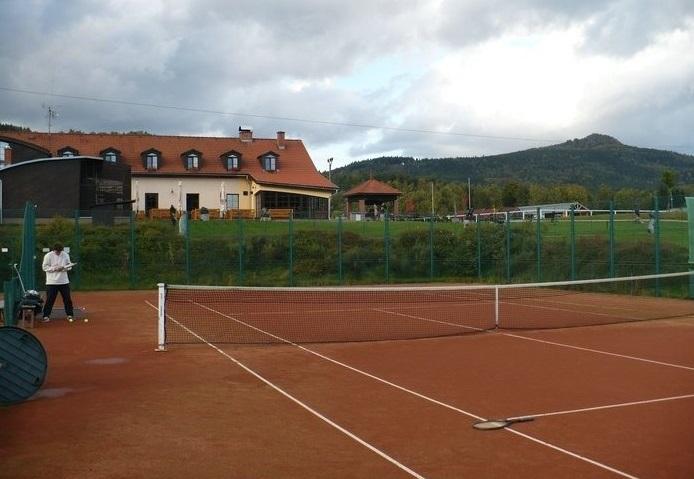 Golfurlaub-Malevil-Tennis